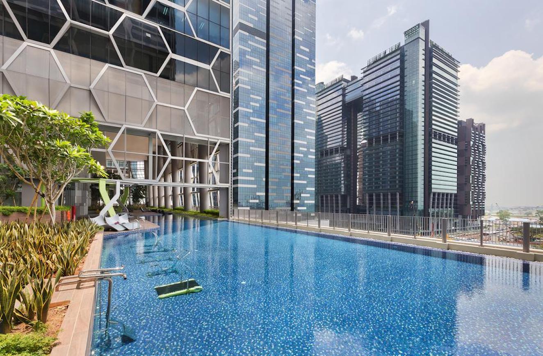 珊顿-云尚 v on shenton swimming pool